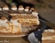 Tort Amaretto cu crema de nectarine