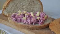 Salata de pui cu sfecla si cascaval