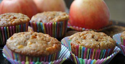 muffins-cu-mere-si-fulgi-de-ovaz
