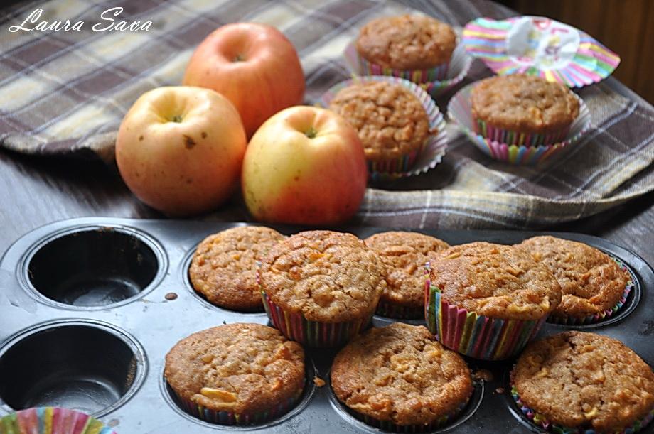 muffins-cu-mere-si-fulgi-de-ovaz_01