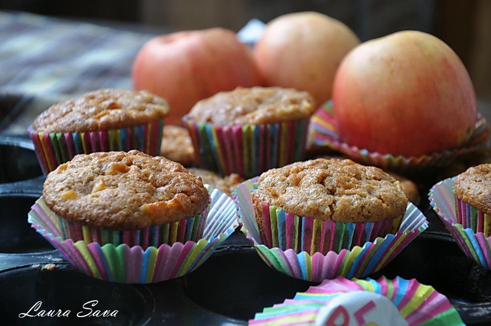 muffins-cu-mere-si-fulgi-de-ovaz_03